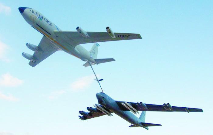 针对轰6K岛礁训练?美军B52H战略轰炸机再赴南海