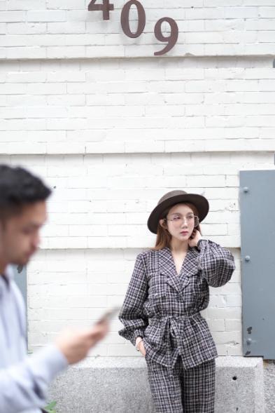 温馨纽约街拍曝光 多组造型演绎百变女郎