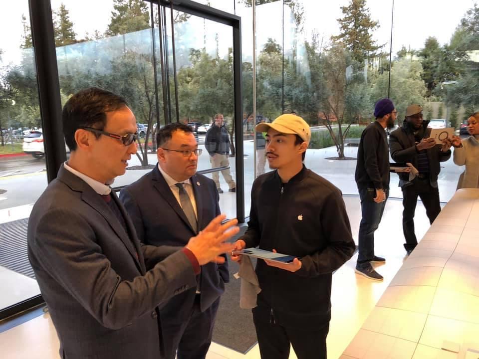 朱立伦访问美国苹果总部:苹果不能没有台湾