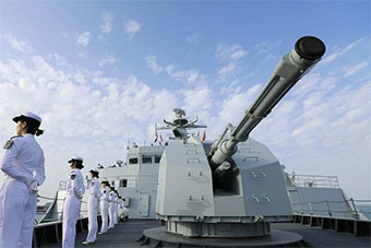 中国海军万吨两栖舰抵达阿布扎比参加国际防务展