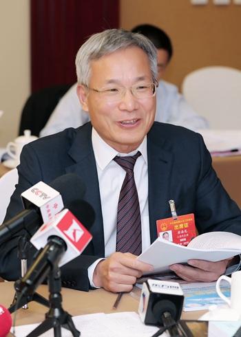 唐海龙:建议加强保护母语 调整高考语文比重